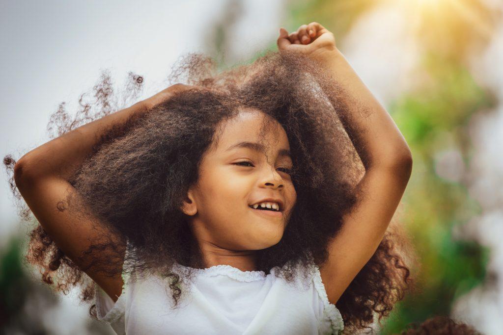 cheveux crépus, cheveux frisés, enfant, coiffures